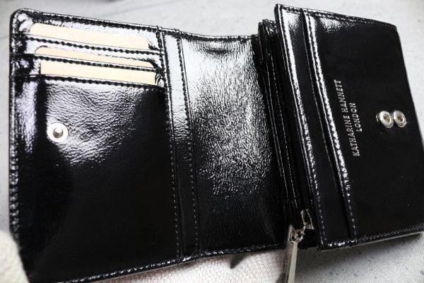 229964d9888a 画像2: キャサリンハムネットロンドン エナメルレザー二つ折り財布